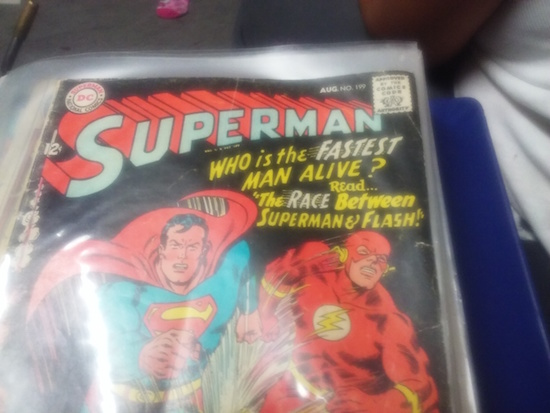 This is a terrible photo of a comic book. We can't see the condition because it's still in a bag, and half the cover isn't shown